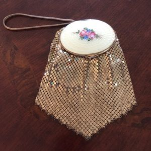 Handbags - Vintage gold mesh purse / wristlet